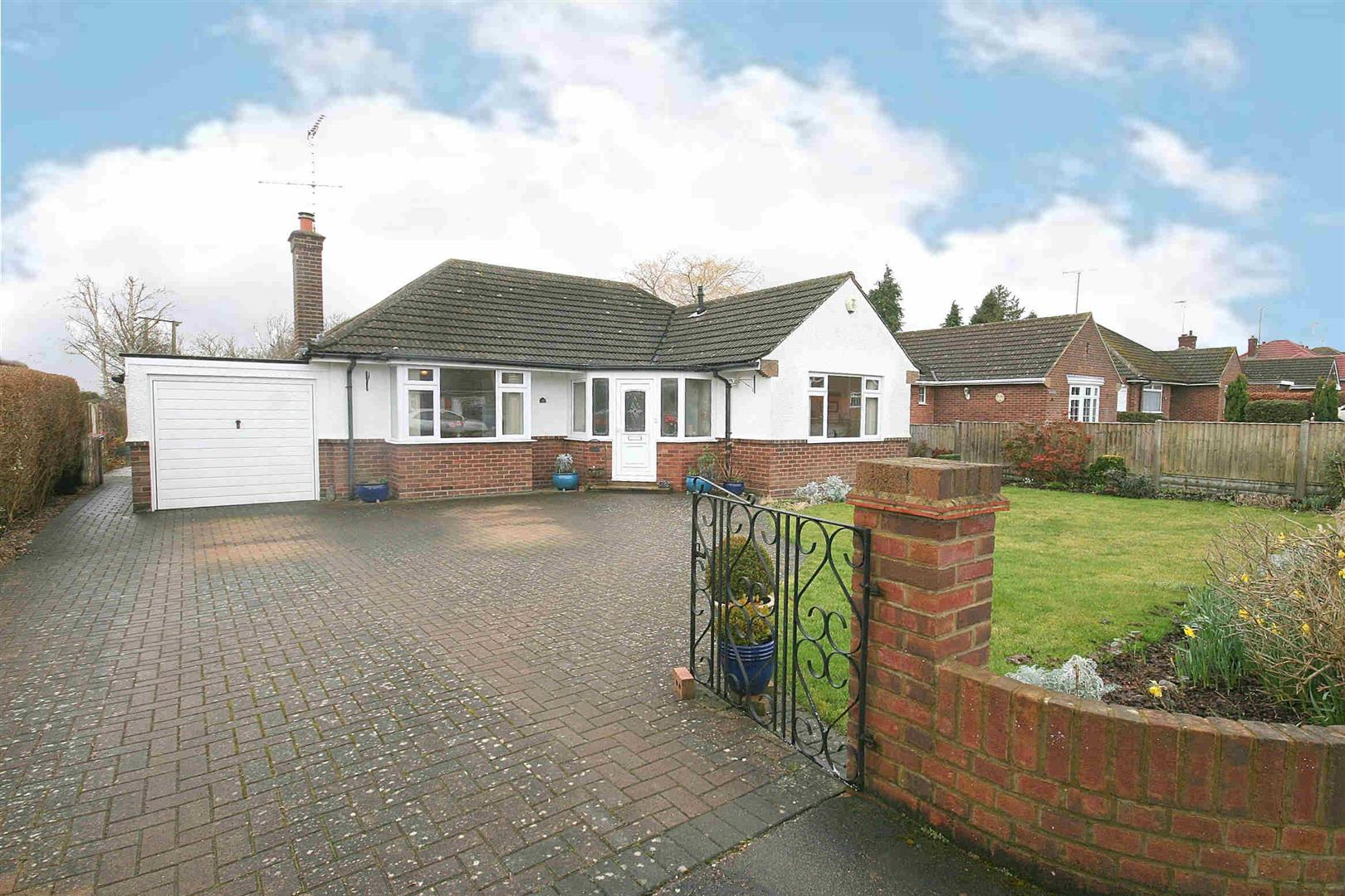 3 Bedrooms Detached Bungalow for sale in Church Lane, Eaton Bray, Beds